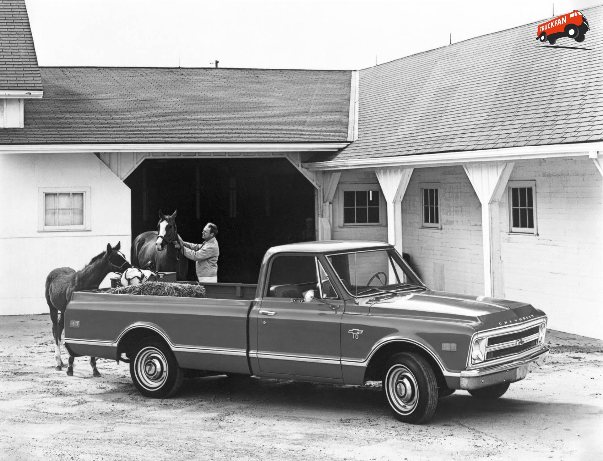 Chevrolet Custom Sport Truck