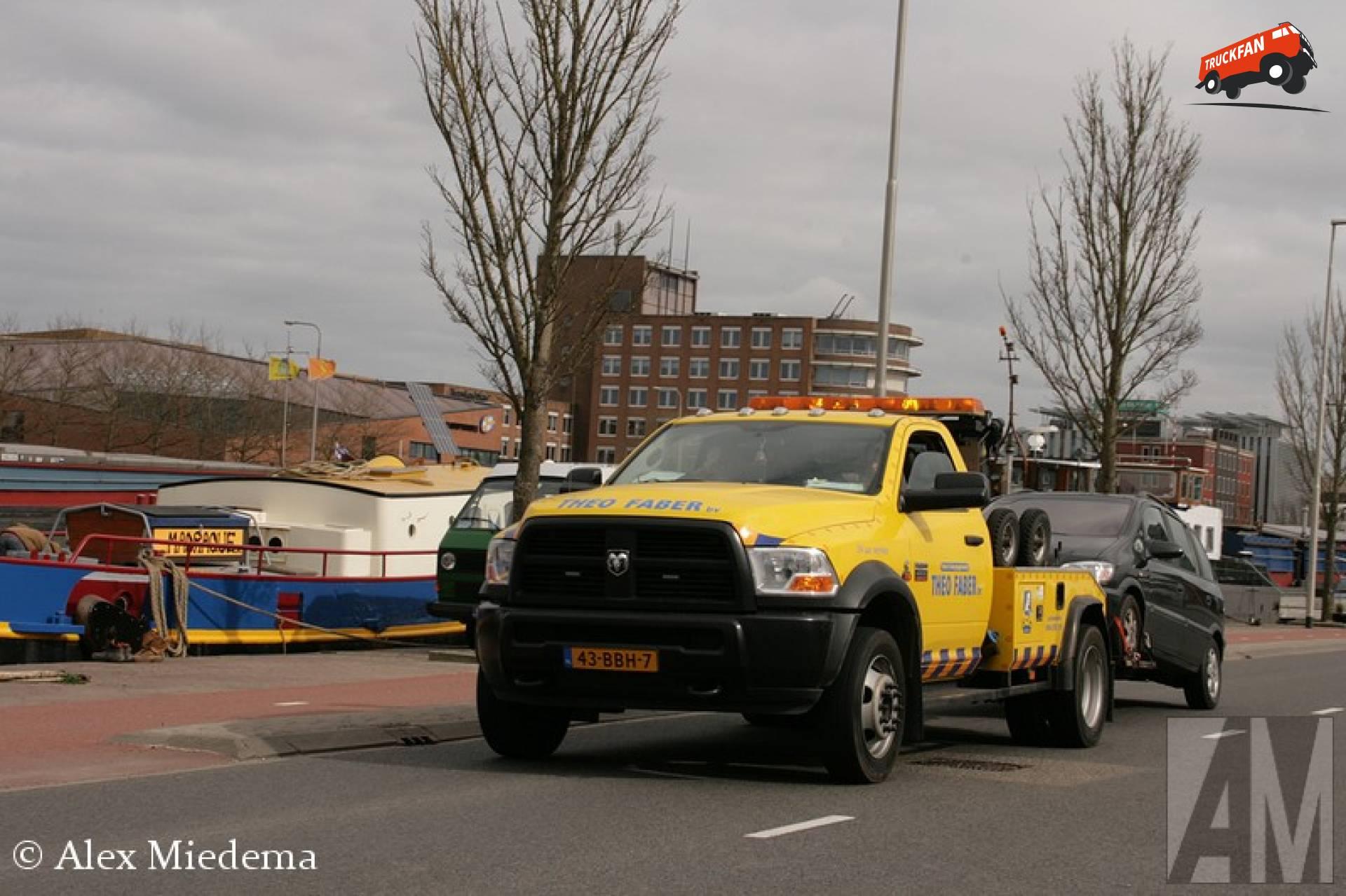 Ram 4500 Omdat in Leeuwarden best veel menen Faber heten, moet iedereen een bijnaam hebben. Die van Theo Faber is 'Theo Takel'. Hoe hij aan de naam komt word denk ik wel duidelijk door de foto's in deze blog…