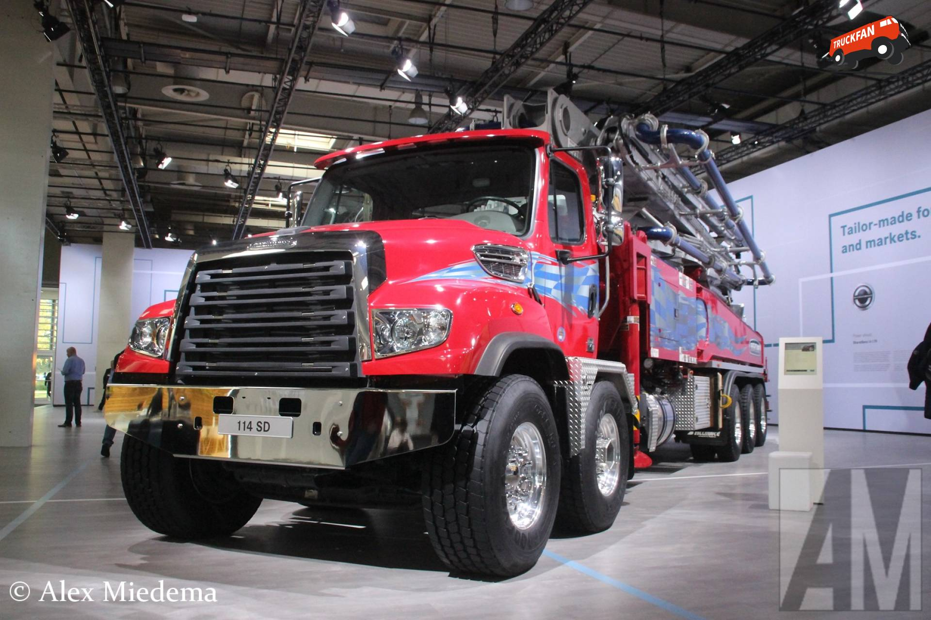 Freightliner 114SD