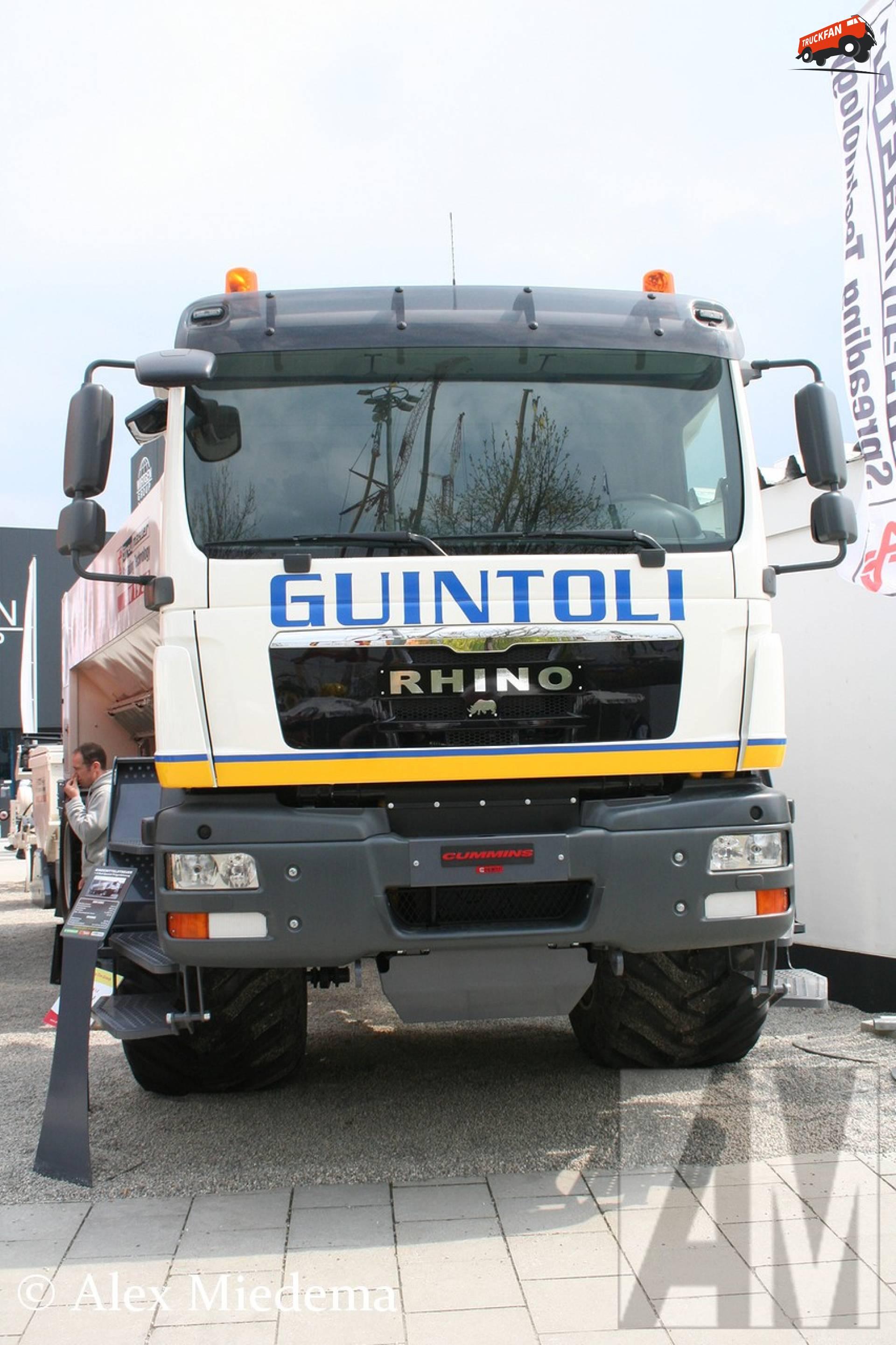 Panien Rhino