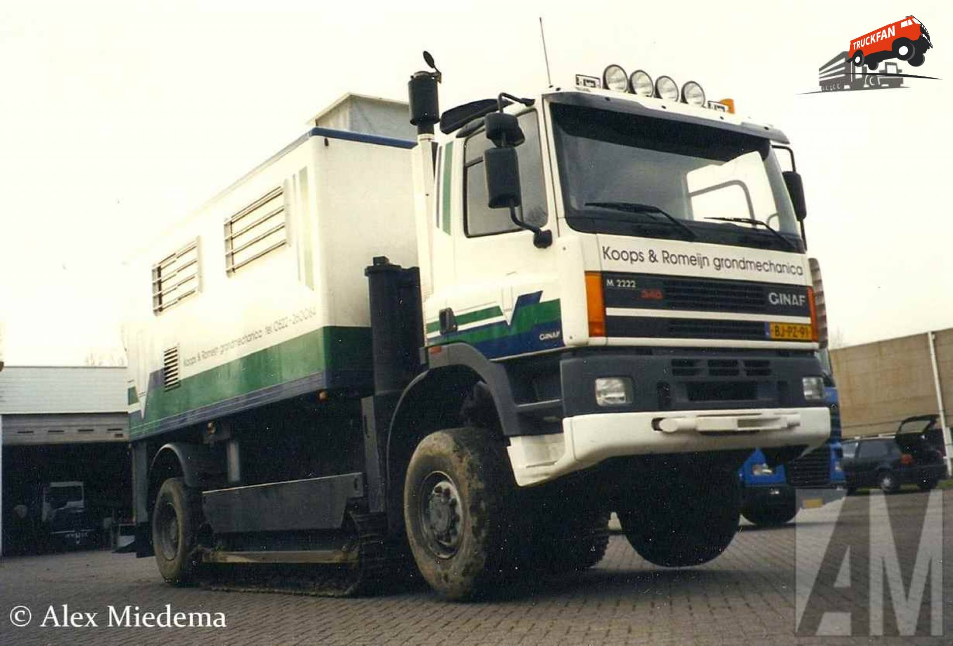 GINAF M2222
