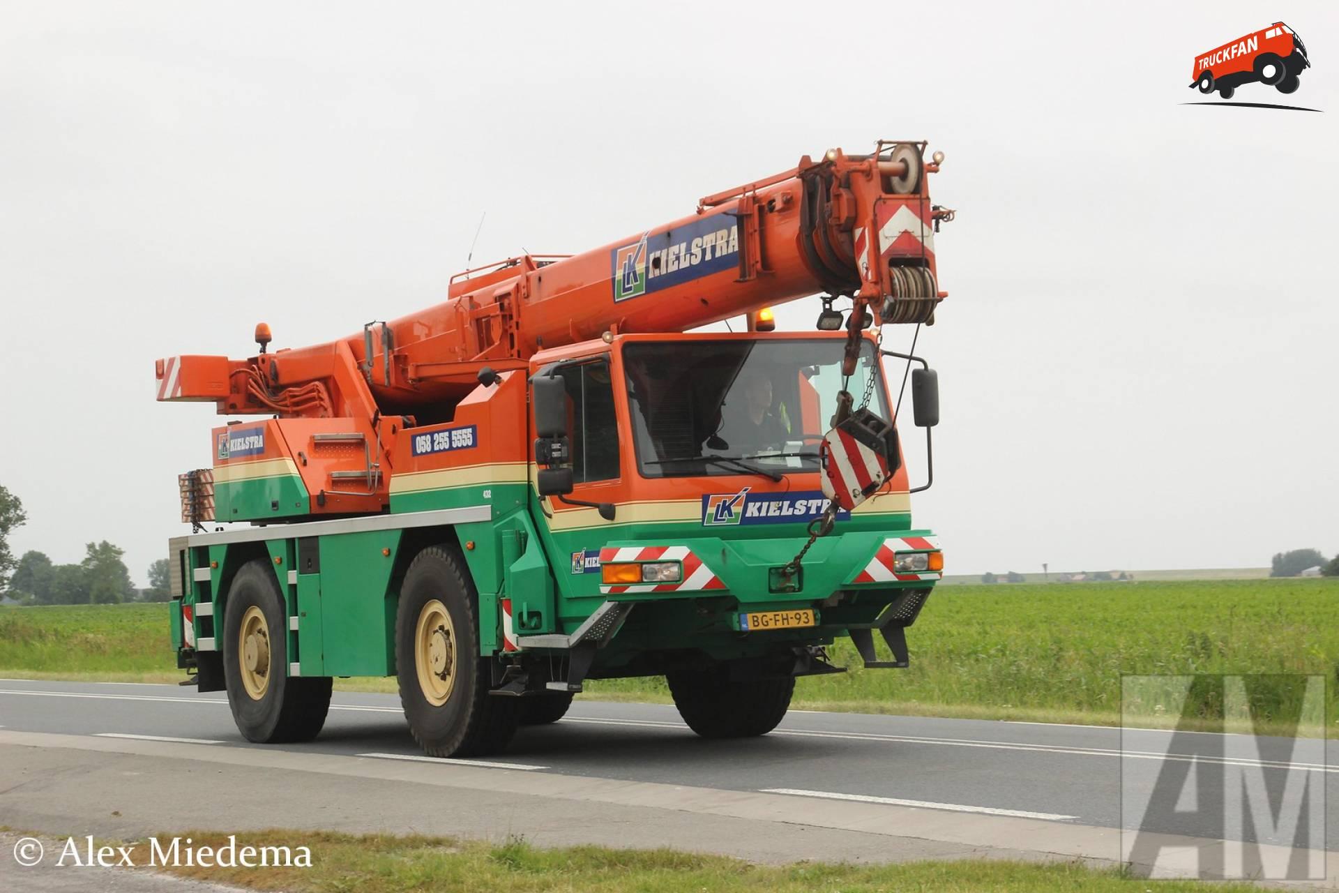 Liebherr UTM625