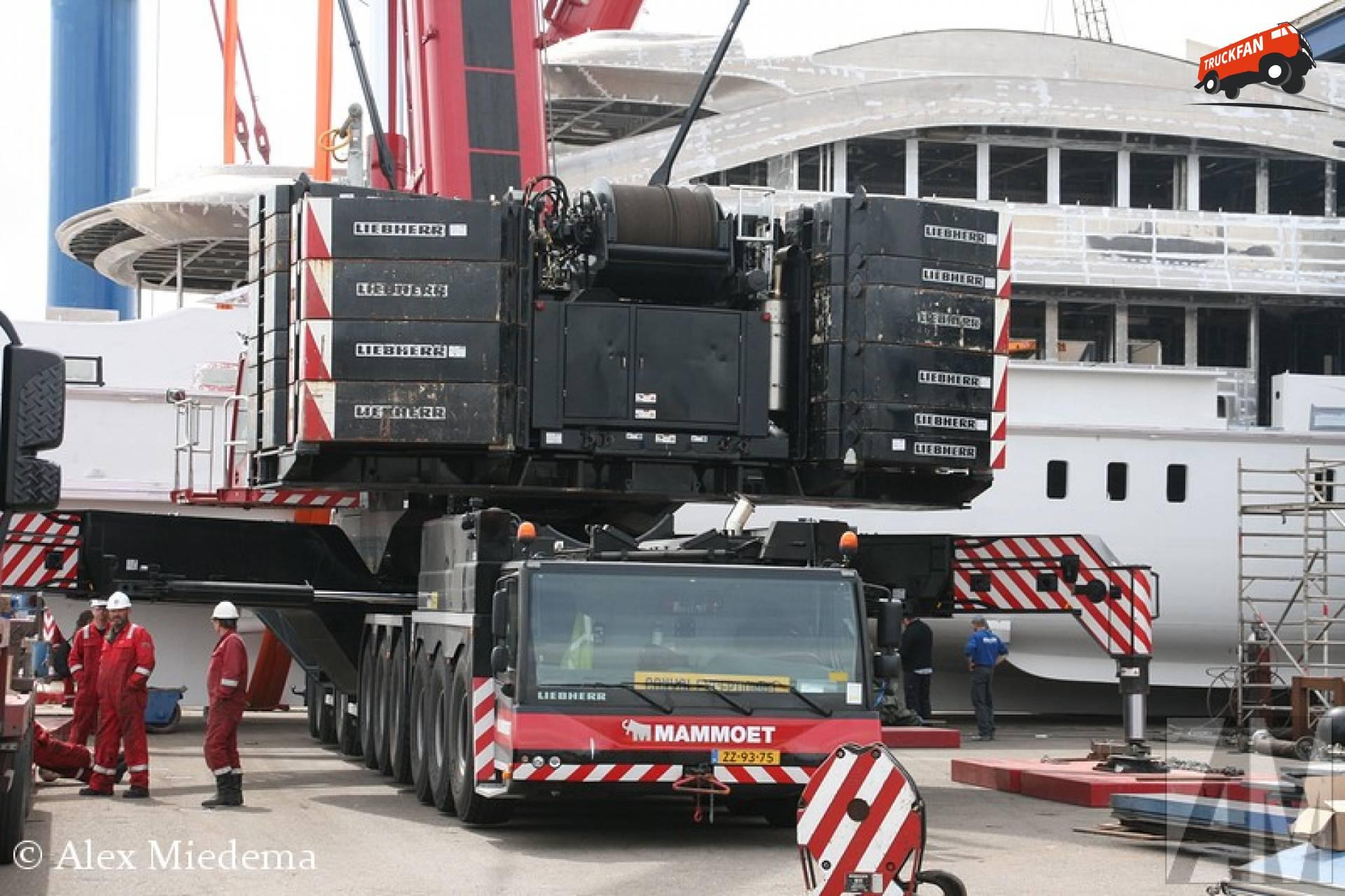 Liebherr LTM1750
