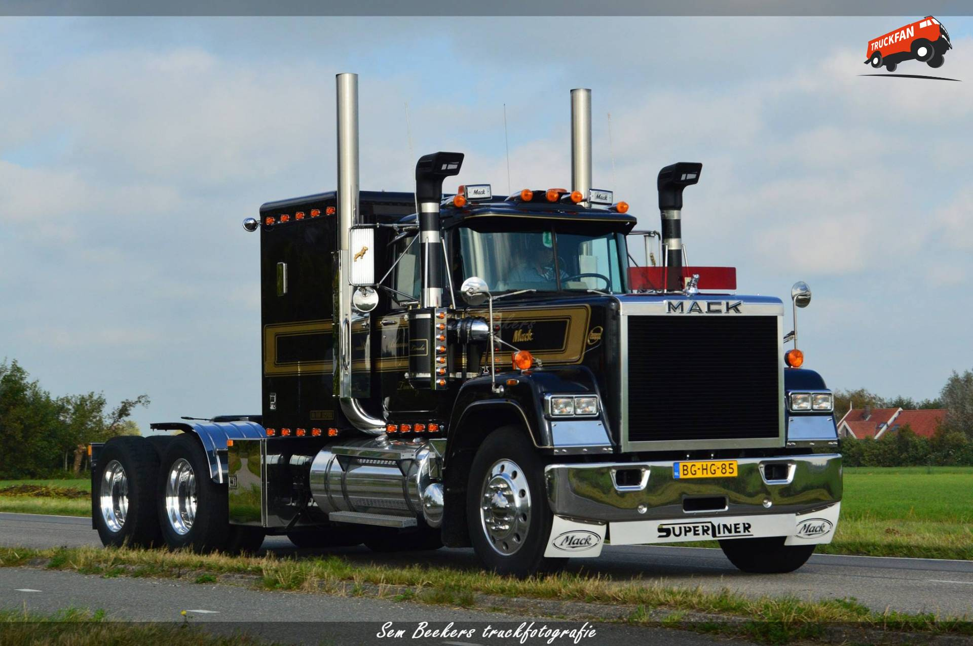 mack RW (Superliner)