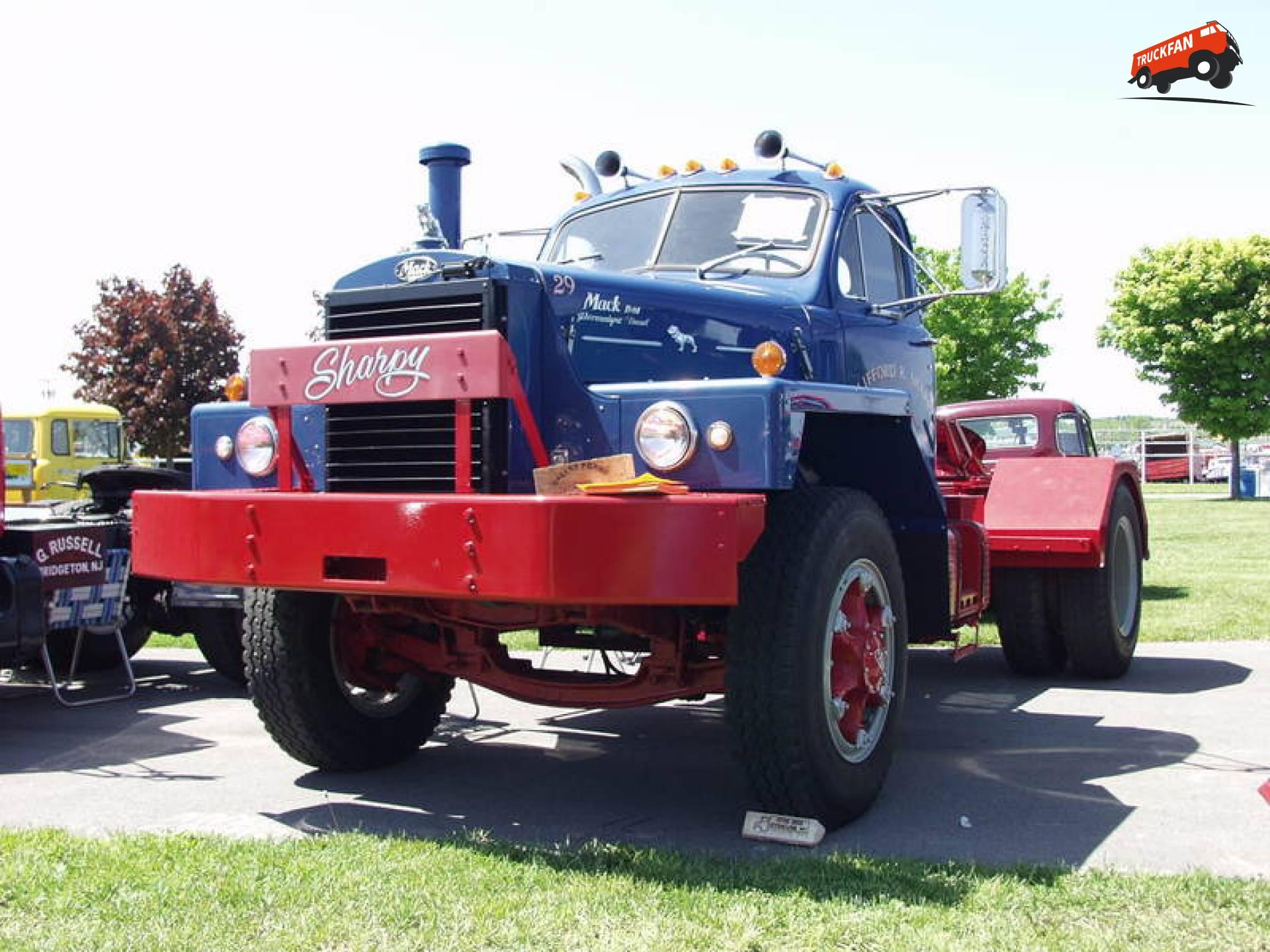 Mack B813X
