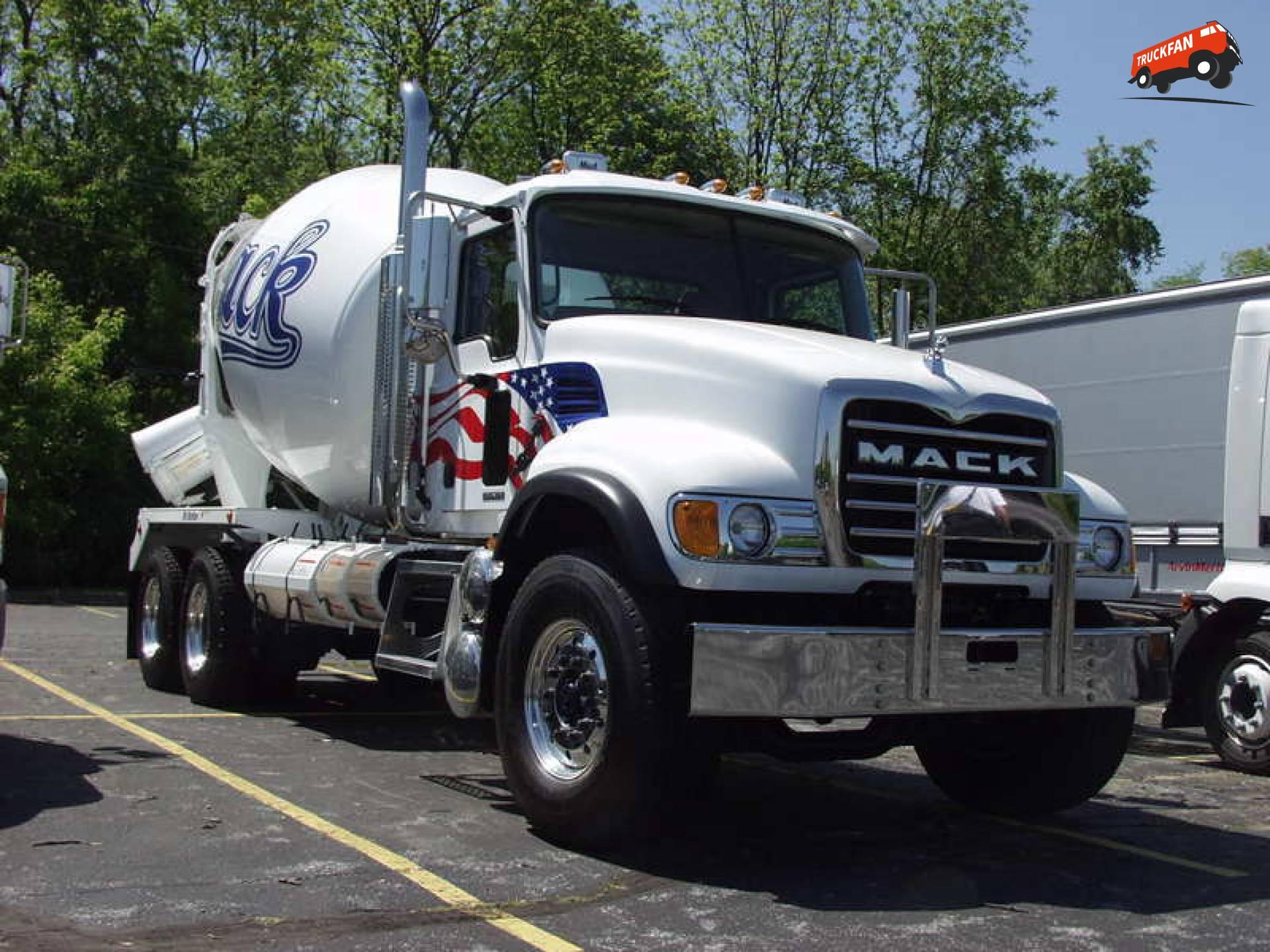 Mack CV (Granite)