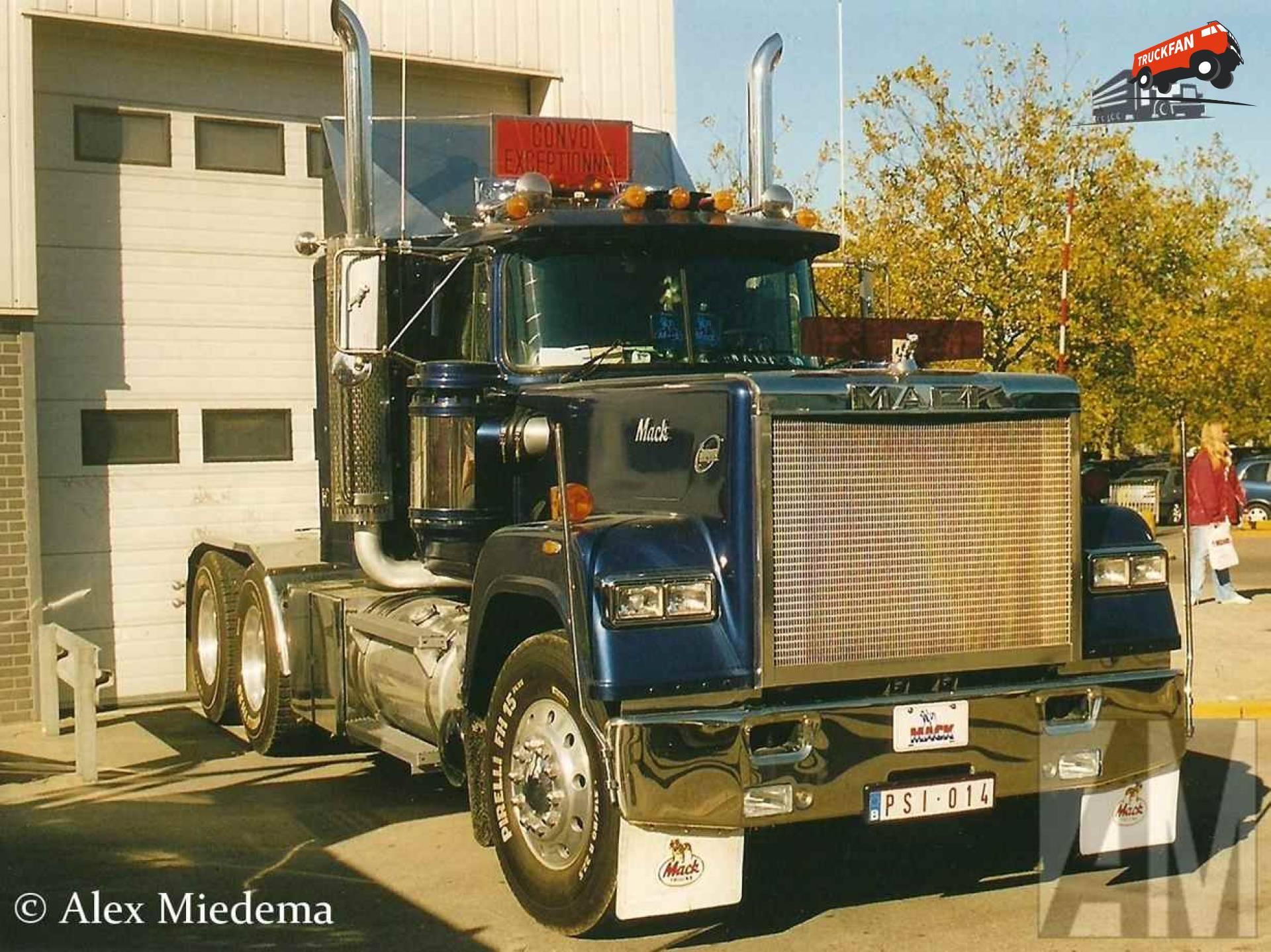 Mack RW (Superliner)