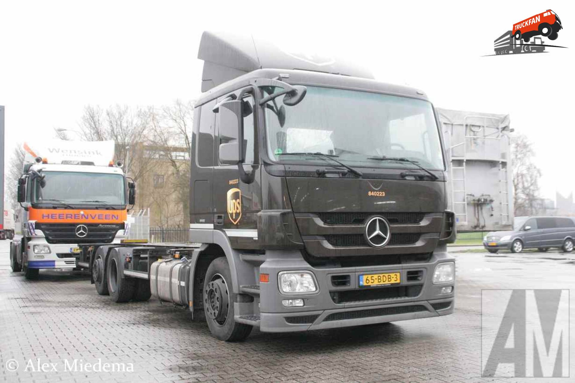 Foto mercedes benz actros mp3 van ups special transport for Mercedes benz service b specials