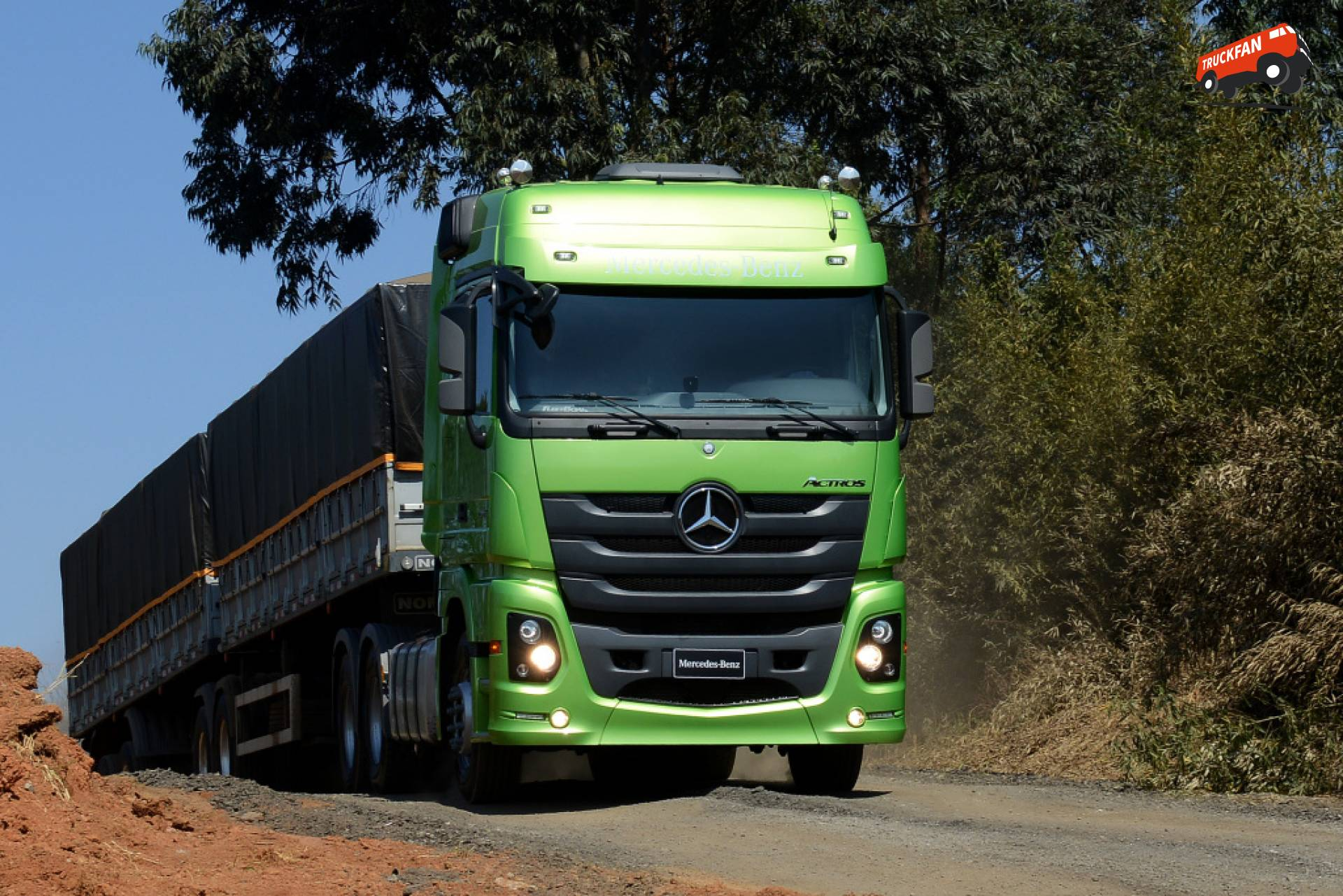 Brazil daimler commercial vehicle units increase share of for Mercedes benz commercial trucks