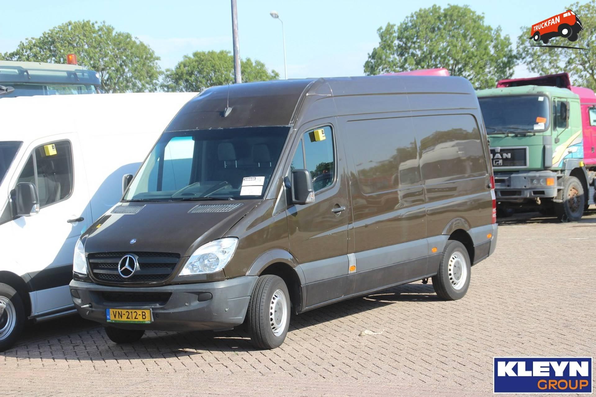 Foto mercedes benz sprinter van ups special transport for Mercedes benz specials