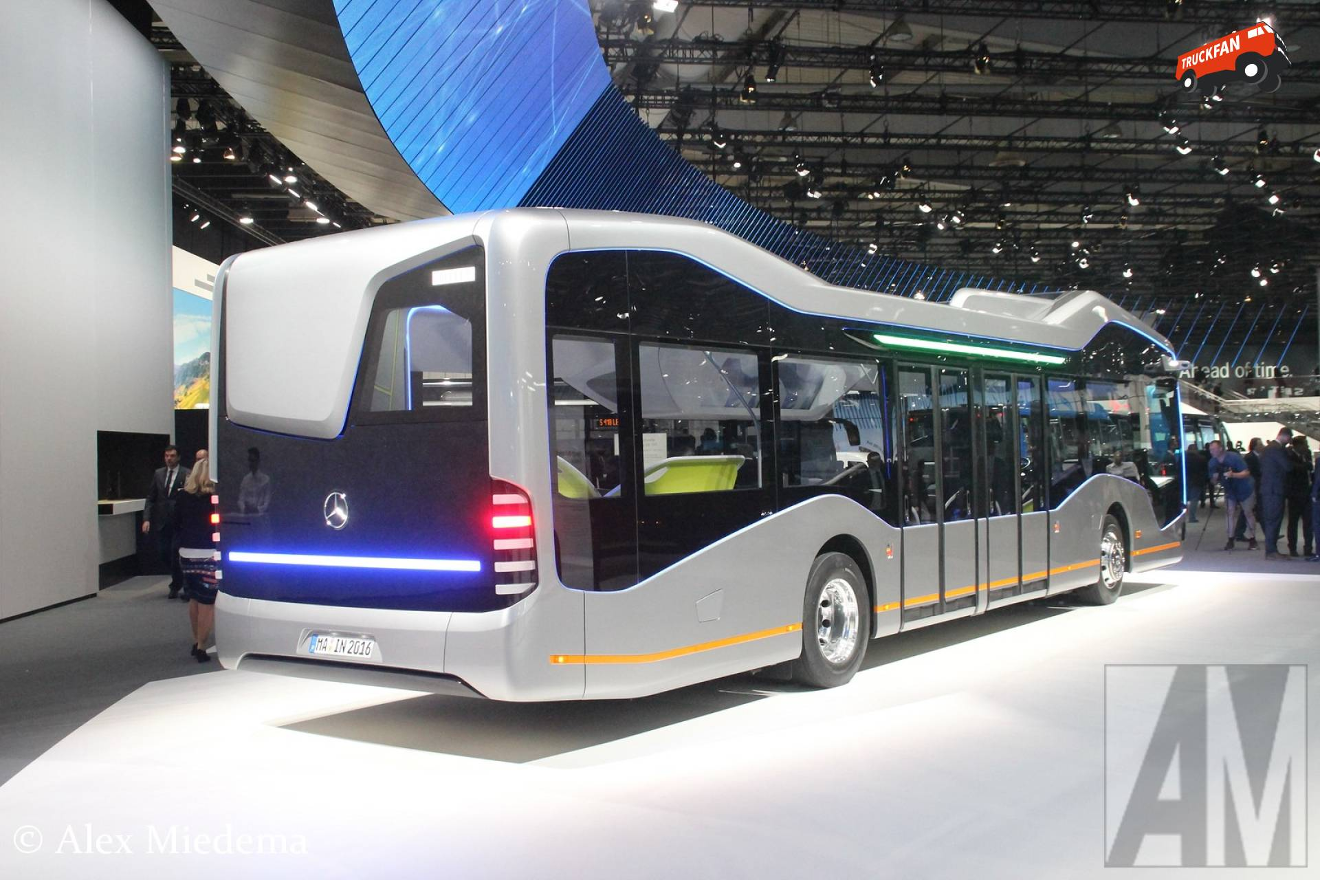Mercedes benz future bus op de iaa alex miedema for Mercedes benz long beach service department