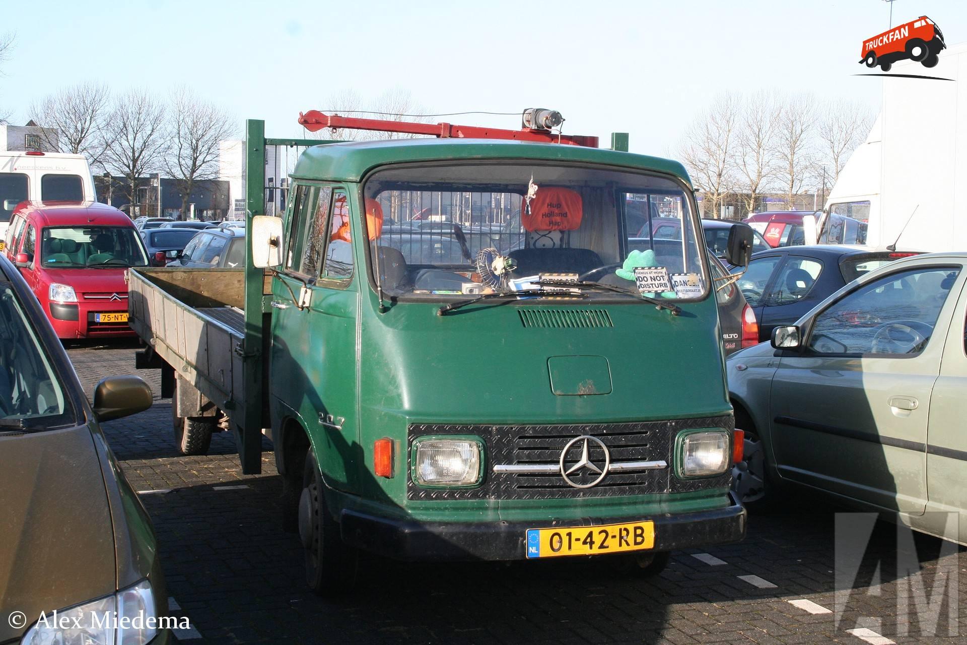 Mercedes-Benz L207
