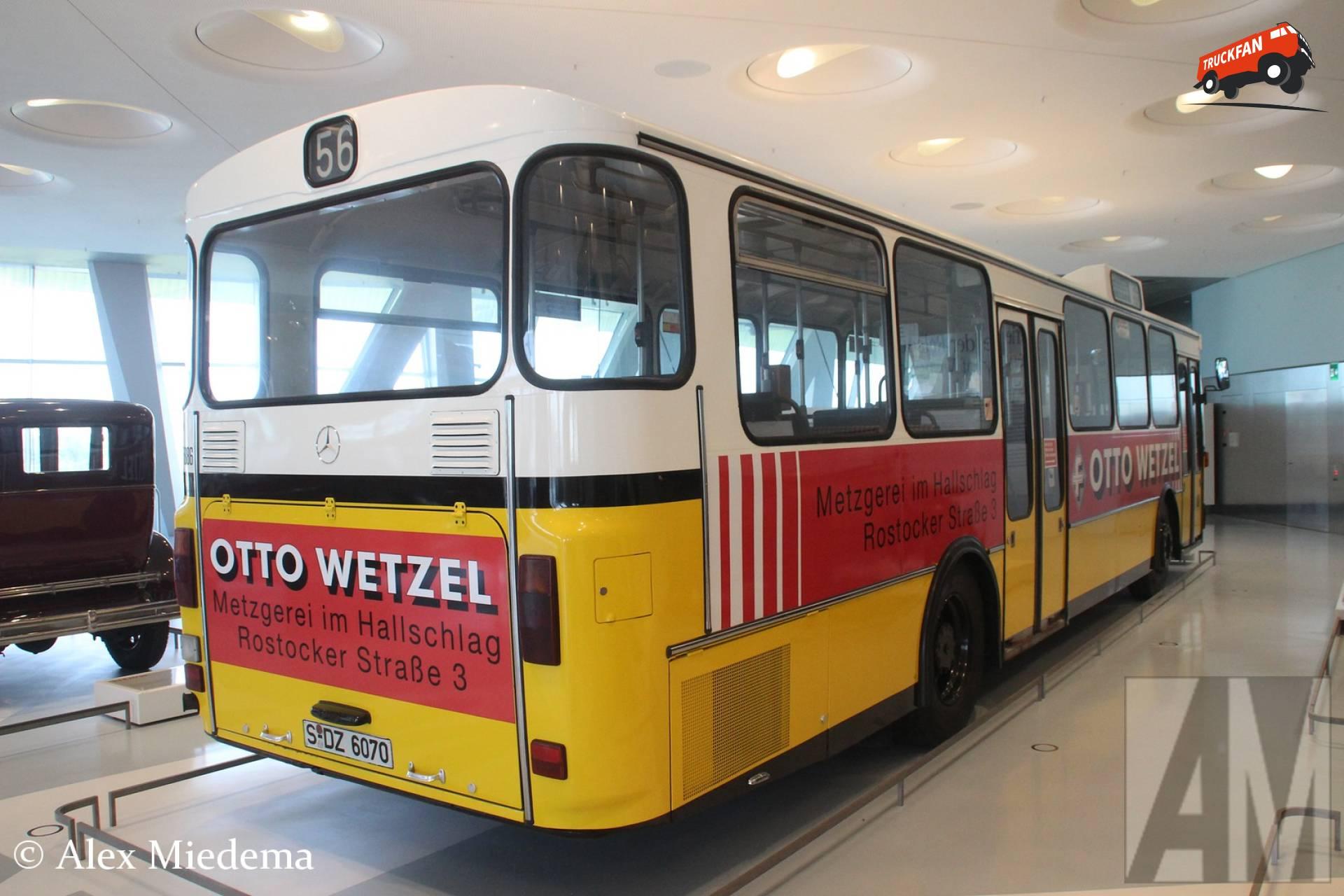 Mercedes-Benz O305