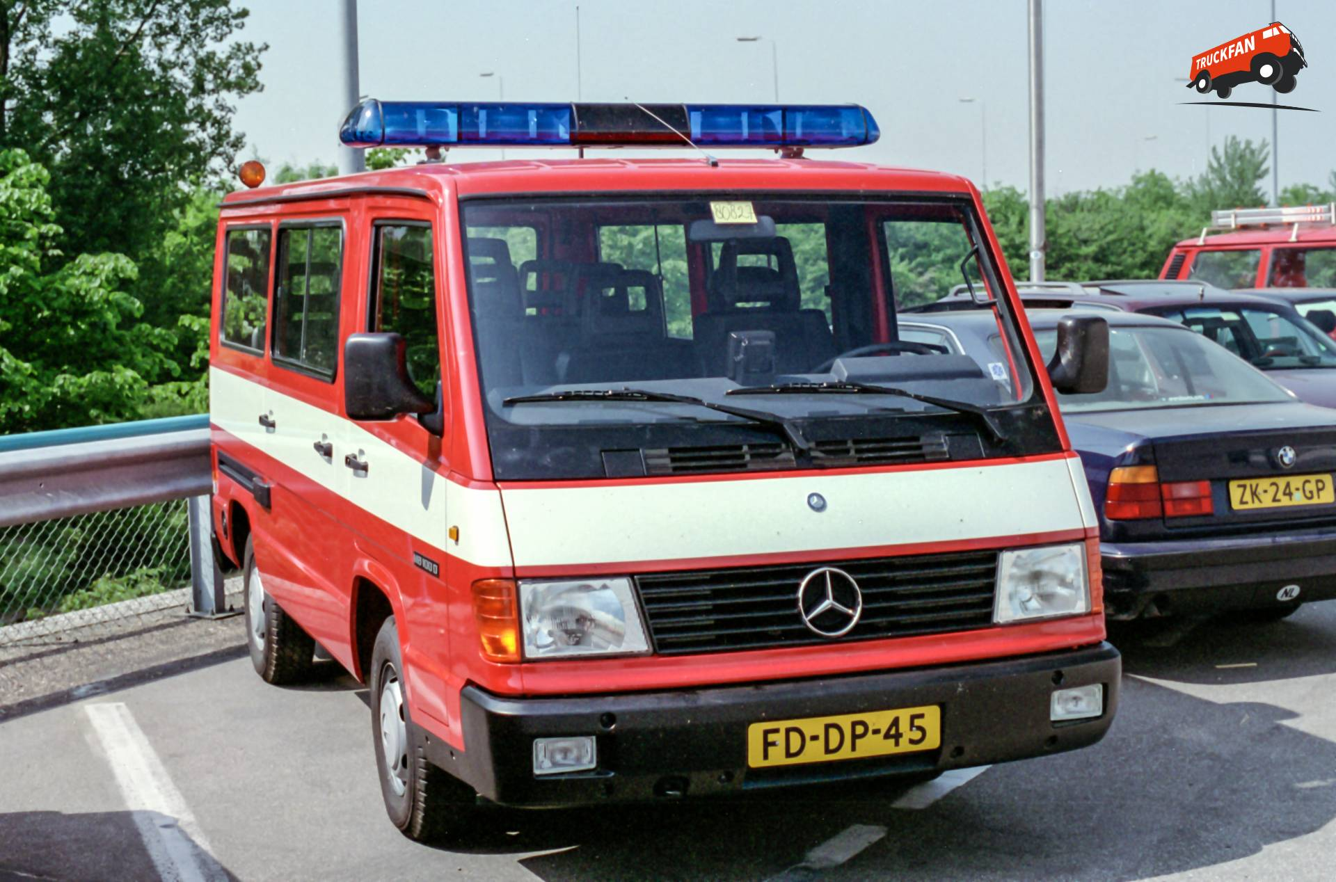 Mercedes-Benz MB100