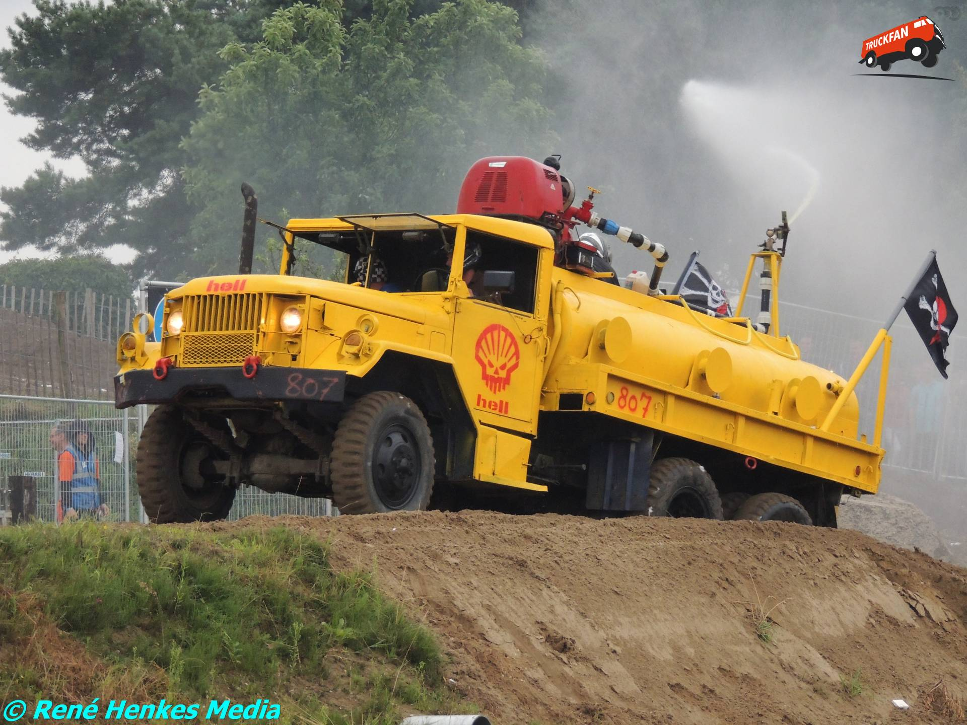 REO M-truck