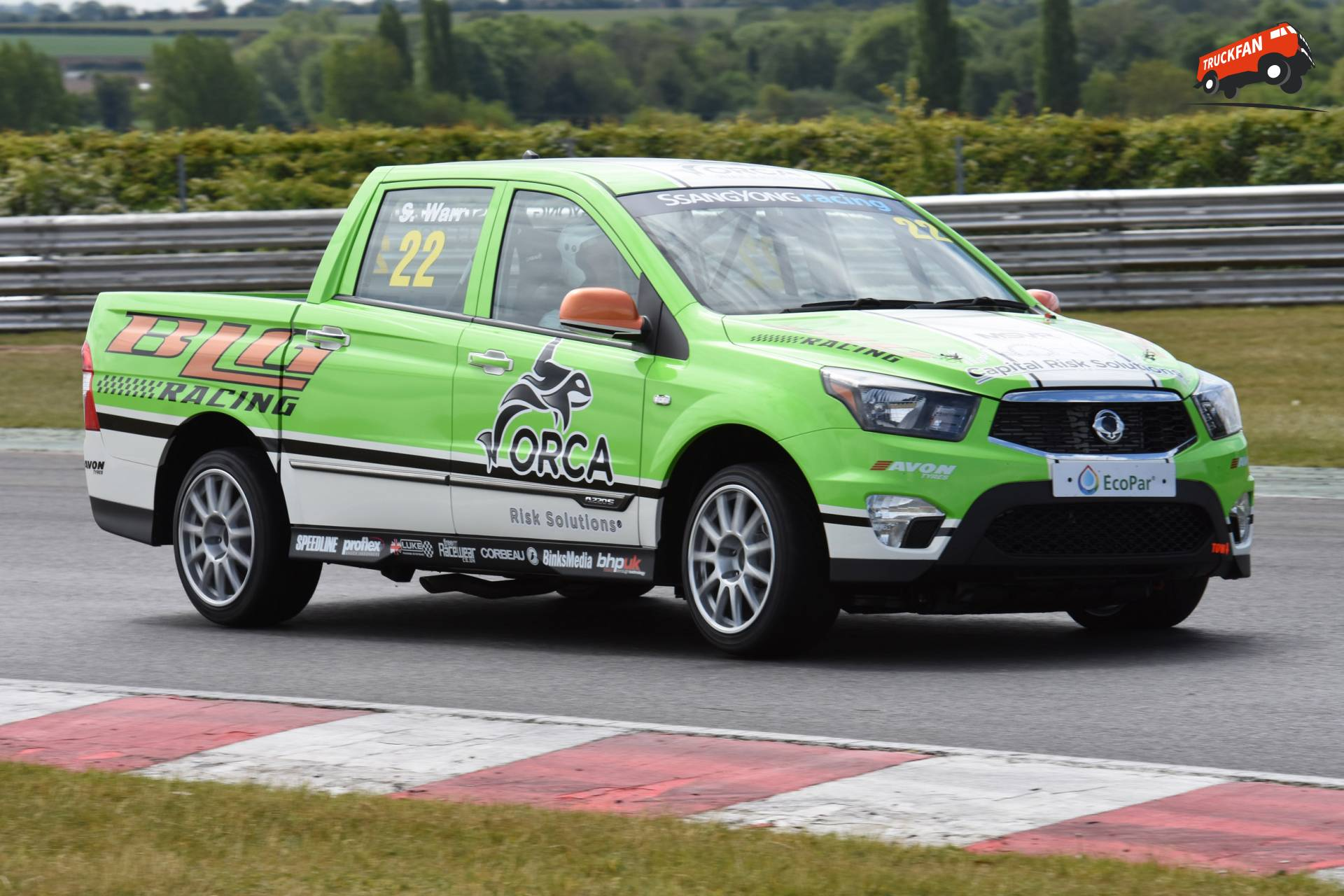 video ssangyong musso pick up racing challenge alex miedema. Black Bedroom Furniture Sets. Home Design Ideas