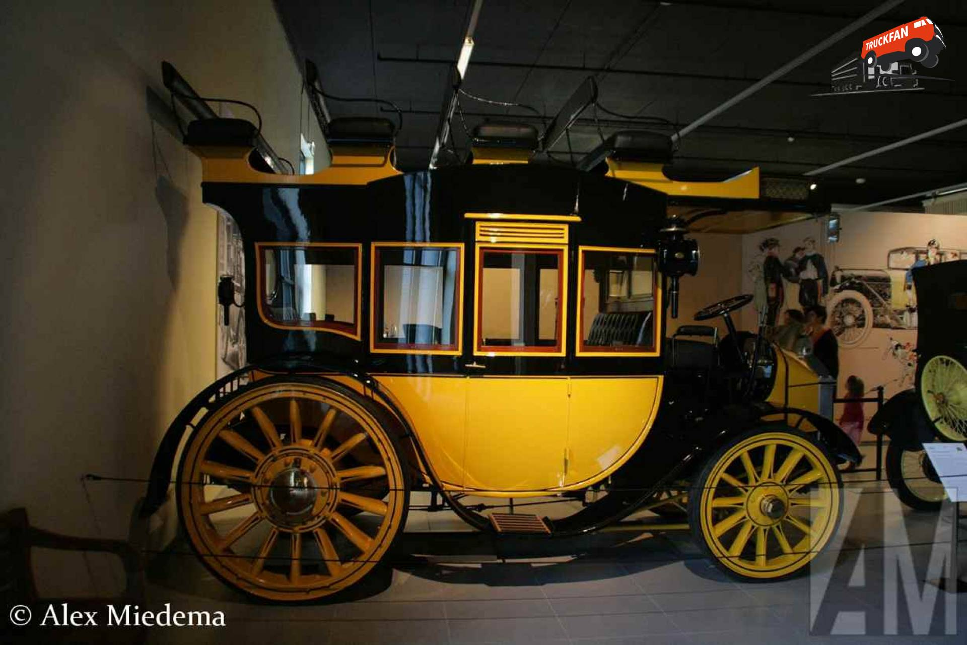 Thames 48-hp Motor Stage Coach