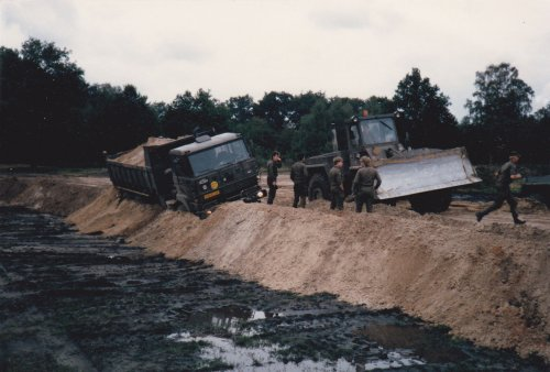DAF YKZ 2300, foto van vastgereden