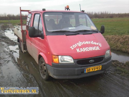 Ford Transit (vrachtwagen), foto van vastgereden