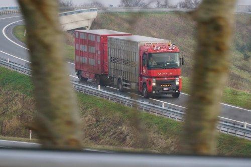Renault Magnum 2nd gen (vrachtwagen), foto van E.J.Moes Fotografie