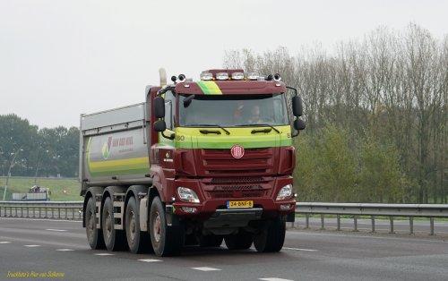 Tatra Phoenix (vrachtwagen), foto van pierius-van-solkema