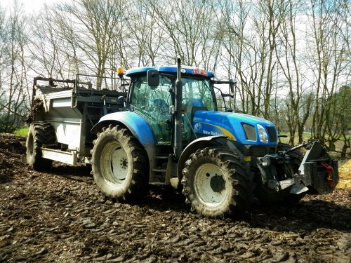 New Holland T 6030, foto van XC 70