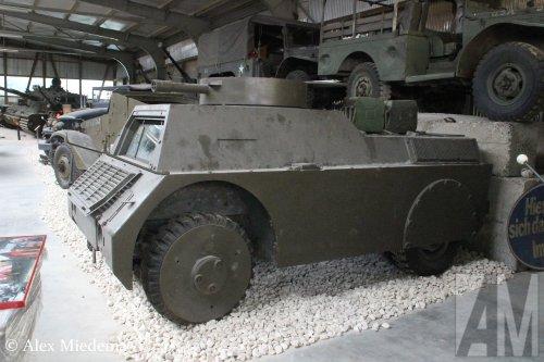 Mowag Panzerattrappe (legervoertuig), foto van Alex Miedema