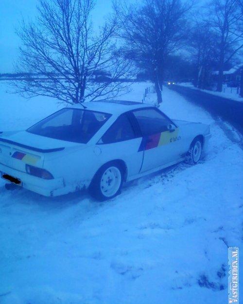 Opel Manta, foto van vastgereden