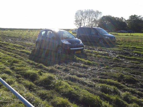 Peugeot 107, foto van vastgereden