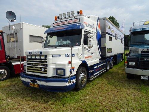 Scania 142, foto van dickt