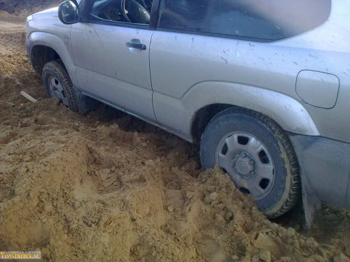 Toyota Landcruiser, foto van vastgereden