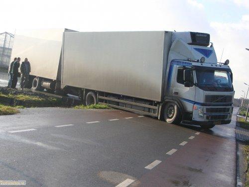 Volvo FM 2nd gen (vrachtwagen), foto van vastgereden