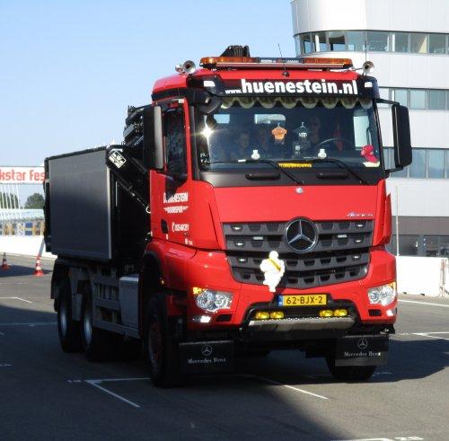 vrachtwagen Mercedes, foto van gekke drent