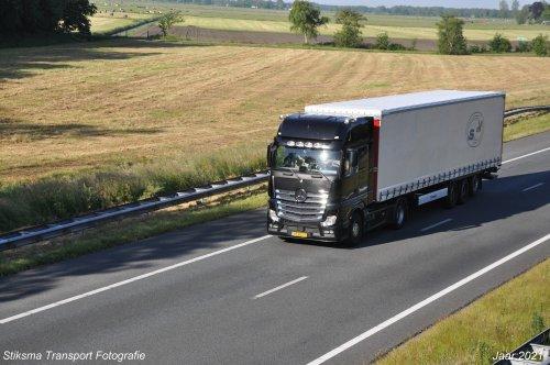 vrachtwagen Mercedes, foto van hendrik-stiksma