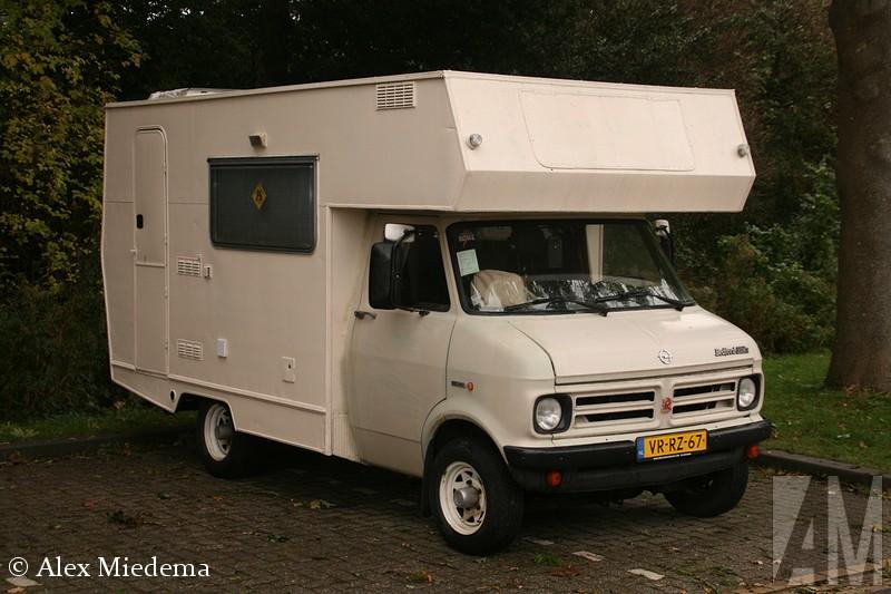 BedfEnkele decennia terug was Bedford het best verkochte truckmerk van Nederland. Ze waren zo gewoon, dat niemand er aan dacht ze op de foto te zetten of te bewaren. Bedfxord was de bedrijfswagentak van Vauxhall, wat op haar beurt weer de Britse evenknie van Opel was. Allemaal onder de vlag van General Motors uiteraard. In 1987 hield Bedford er mee op, onder de naam AWD werd de productie van legervoertuigen nog kort voortgezet. In Duitsland is de Bedford CF nog enige tijd als Bedfxord Blitz verkocht toen de Opel Blitz uit productie was. ord Blitz