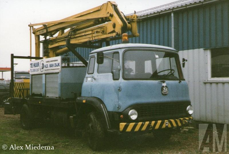 BedfEnkele decennia terug was Bedford het best verkochte truckmerk van Nederland. Ze waren zo gewoon, dat niemand er aan dacht ze op de foto te zetten of te bewaren. Bedfxord was de bedrijfswagentak van Vauxhall, wat op haar beurt weer de Britse evenknie van Opel was. Allemaal onder de vlag van General Motors uiteraard. In 1987 hield Bedfxord er mee op, onder de naam AWD werd de productie van legervoertuigen nog kort voortgezet. In Duitsland is de Bedfxord CF nog enige tijd als Bedfxord Blitz verkocht toen de Opel Blitz uit productie was. ord TK