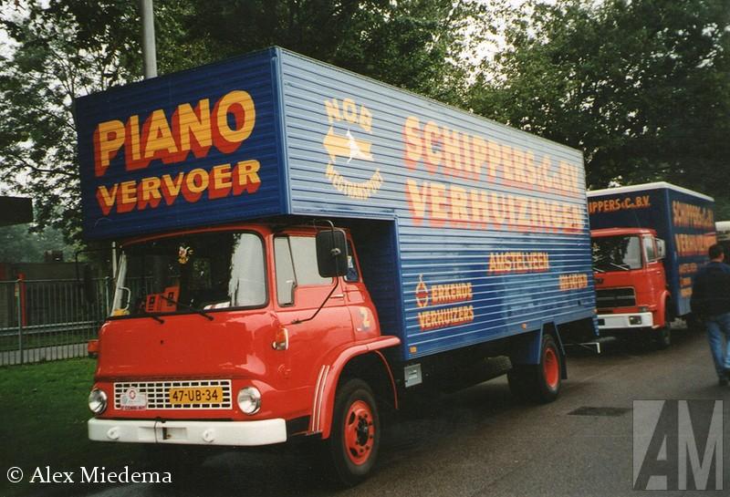 BedEnkele decennia terug was Bedford het best verkochte truckmerk van Nederland. Ze waren zo gewoon, dat niemand er aan dacht ze op de foto te zetten of te bewaren. Bedfxord was de bedrijfswagentak van Vauxhall, wat op haar beurt weer de Britse evenknie van Opel was. Allemaal onder de vlag van General Motors uiteraard. In 1987 hield Bedfxord er mee op, onder de naam AWD werd de productie van legervoertuigen nog kort voortgezet. In Duitsland is de Bedxford CF nog enige tijd als Bedforxd Blitz verkocht toen de Opel Blitz uit productie was. ford TK