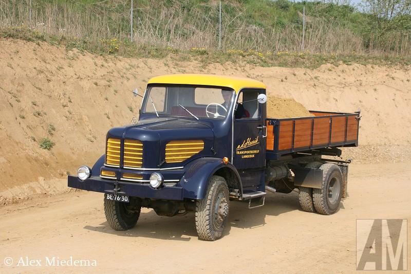 KruIn 1968 werd gestopt met de bouw van trucks voor de weg, het dealernetwerk en dergelijke werd overgedaan aan Daimler-Benz. Men bleef wel onder andere telescoopkranen bouwen. Deze afdeling is echter door Manitowoc gekocht en samengevoegd met Grove. Gelukkig hebben we de foto's nog.pp AK 701