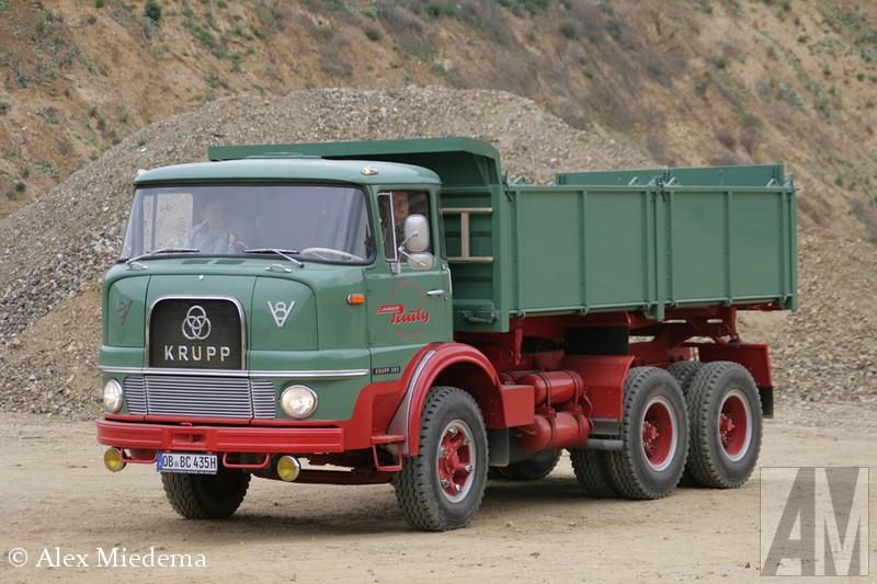 KrIn 1968 werd gestopt met de bouw van trucks voor de weg, het dealernetwerk en dergelijke werd overgedaan aan Daimler-Benz. Men bleef wel onder andere telescoopkranen bouwen. Deze afdeling is echter door Manitowoc gekocht en samengevoegd met Grove. Gelukkig hebben we de foto's nog.upp KF 380