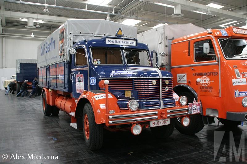 KruIn 1968 werd gestopt met de bouw van trucks voor de weg, het dealernetwerk en dergelijke werd overgedaan aan Daimler-Benz. Men bleef wel onder andere telescoopkranen bouwen. Deze afdeling is echter door Manitowoc gekocht en samengevoegd met Grove. Gelukkig hebben we de foto's nog.pp onbekend/overig