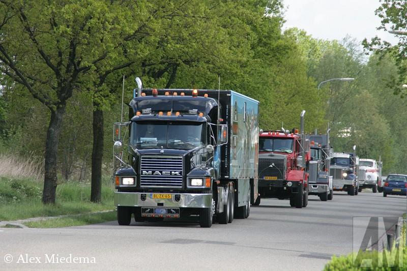 Mack CHDit weekend werd de Black Mack Tour georganiseerd, een rondrit met Amerikaanse trucks, uiteraard met name Macks, door het noorden van Nederland.