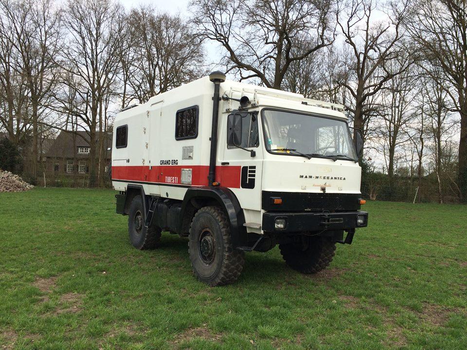 Man-Meccanica is in 1985 in het Italiaanse Masera di Padova opgericht en bouwde offroadtrucks van 5 tot dertien ton GVW. Deze waren niet alleen uitgerust met de club-van-vier-cabine, vaak ook, zoals het exemplaar van Erik, met een Iveco Zeta cabine. Van dit exemplaar zijn overigens de motor en versnellingsbak vervangen door die van een Iveco Turbo. Ondanks dat de naam anders doet vermoeden is er overigens geen enkele band met het Duitse MAN. is in 1985 in het Italiaanse Masera di Padova opgericht en bouwde offroadtrucks van 5 tot dertien ton GVW. Deze waren niet alleen uitgerust met de club-van-vier-cabine, vaak ook, zoals het exemplaar van Erik, met een Iveco Zeta cabine. Van dit exemplaar zijn overigens de motor en versnellingsbak vervangen door die van een Iveco Turbo. Ondanks dat de naam anders doet vermoeden is er overigens geen enkele band met het Duitse MAN. is in 1985 in het Italiaanse Masera di Padova opgericht en bouwde offroadtrucks van 5 tot dertien ton GVW. Deze waren niet alleen uitgerust met de club-van-vier-cabine, vaak ook, zoals het exemplaar van Erik, met een Iveco Zeta cabine. Van dit exemplaar zijn overigens de motor en versnellingsbak vervangen door die van een Iveco Turbo. Ondanks dat de naam anders doet vermoeden is er overigens geen enkele band met het Duitse MAN. is in 1985 in het Italiaanse Masera di Padova opgericht en bouwde offroadtrucks van 5 tot dertien ton GVW. Deze waren niet alleen uitgerust met de club-van-vier-cabine, vaak ook, zoals het exemplaar van Erik, met een Iveco Zeta cabine. Van dit exemplaar zijn overigens de motor en versnellingsbak vervangen door die van een Iveco Turbo. Ondanks dat de naam anders doet vermoeden is er overigens geen enkele band met het Duitse MAN.f99