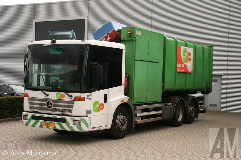 MerceNaast de Unimog en de Mercedes-Benz Zetros loopt ook de Mercedes-Benz Econic van de band op de afdeling specials van de truckfabriek in Wörth. De techniek stamt af van de Atego en de Actros, gecombineerd met een opvallende cabine. Die cabine, soms gekscherend met een bus vergeleken, is in twee hoogtes verkrijgbaar. De hoge cabine is het meest algemeen, de lage cabine is vooral in gebruik bij ladderwagens voor de brandweer. Een bloemlezing.des-Benz Econic