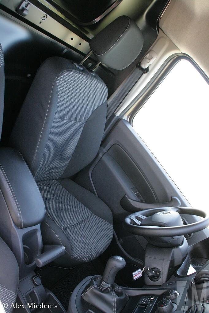 MercedeMaar het allermooist in het interieur: de handrem. Je voelt je als een piloot als je die aantrekt! Heerlijk. Van die kleine dingetjes die een auto net eves-Benz Citan