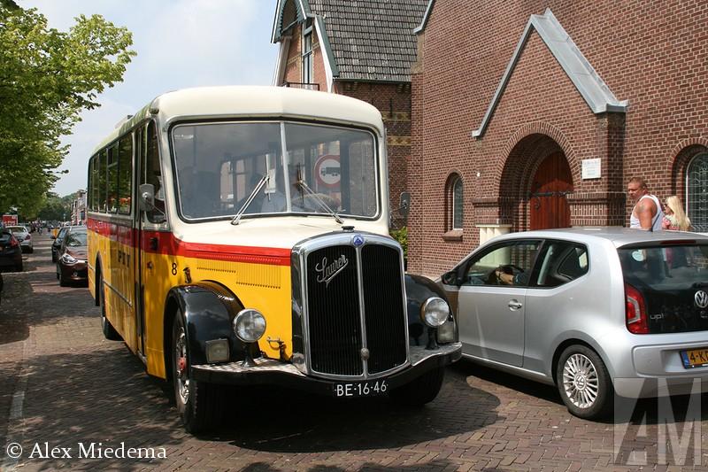 SauIn 1903 bouwde Adolph Saurer zijn eerste bedrijfswagen in het Zwitserse Arbon, een vijftonner met een viercilinder motor. De Saurer trucks stonden bekend om hun goede kwaliteit, al snel kwamen er vele vestigingen in andere landen en werden de trucks door anderen in licentie gebouwd. Zo zette M.A.N. haar eerst stapjes op het gebied van truckbouw met een Saurer-licentie. Het zustermerk van Saurer was Berna, na 1968 waren deze trucks zo goed als identiek aan elkaar. In 1982 werd het bedrijf overgenomen door Daimler-Benz, die het met FBW samenvoegde tot NAW.  Daarmee werd in één klap vrijwel de gehele Zwitserse trucindustrie de nek om gedraaid. Met name in Zwitserland zijn er nog veel trucks van het illustere merk bewaard gebleven, maar ook in Friesland kun je ze nog regelmatig tegen komen: het wagenpark van busondernemerrer SV2C