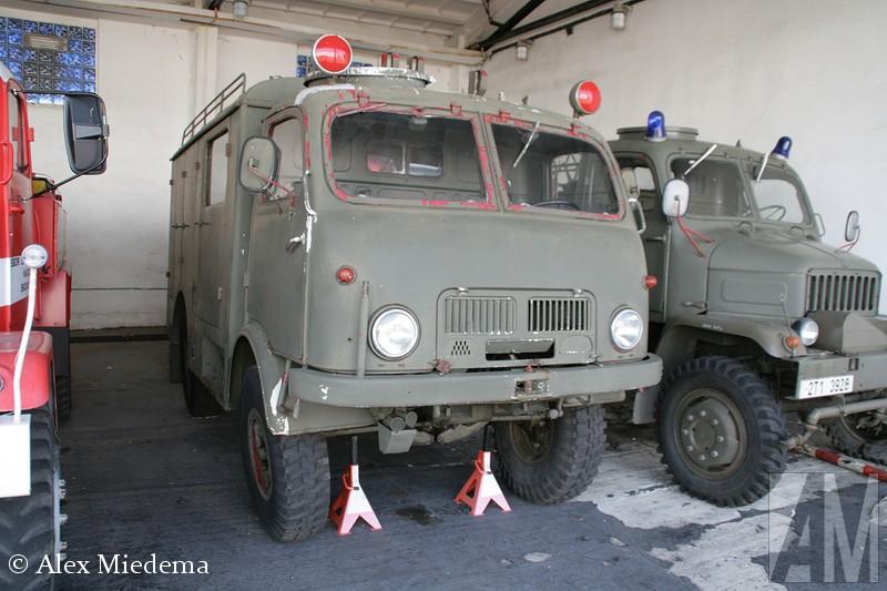 Tatra T805