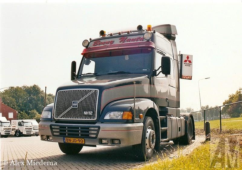 Volvo NH12 is natuurlijk ook bekend. Het is een bedrijf dat gespecialiseerd is in het vervoer van recycling materialen. Ze hebben daarvoor een groot aantal afzetcontainers van 40m³ tot hun beschikking. Benny Nauta heeft naam gemaakt in de stockcarracerij Daarnaast zijn zij nog in het bezit van twee stalen walkingfloor van 80m³ en drie kiptrailers van 75 m³. Doordat ze relatief in de buurt zitten en mooie trucks hebben, is er nogal eens een truck van hun is natuurlijk ook bekend. Het is een bedrijf dat gespecialiseerd is in het vervoer van recycling materialen. Ze hebben daarvoor een groot aantal afzetcontainers van 40m³ tot hun beschikking. Benny Nauta heeft naam gemaakt in de stockcarracerij Daarnaast zijn zij nog in het bezit van twee stalen walkingfloor van 80m³ en drie kiptrailers van 75 m³. Doordat ze relatief in de buurt zitten en mooie trucks hebben, is er nogal eens een truck van hun is natuurlijk ook bekend. Het is een bedrijf dat gespecialiseerd is in het vervoer van recycling materialen. Ze hebben daarvoor een groot aantal afzetcontainers van 40m³ tot hun beschikking. Benny Nauta heeft naam gemaakt in de stockcarracerij Daarnaast zijn zij nog in het bezit van twee stalen walkingfloor van 80m³ en drie kiptrailers van 75 m³. Doordat ze relatief in de buurt zitten en mooie trucks hebben, is er nogal eens een truck van hun is natuurlijk ook bekend. Het is een bedrijf dat gespecialiseerd is in het vervoer van recycling materialen. Ze hebben daarvoor een groot aantal afzetcontainers van 40m³ tot hun beschikking. Benny Nauta heeft naam gemaakt in de stockcarracerij Daarnaast zijn zij nog in het bezit van twee stalen walkingfloor van 80m³ en drie kiptrailers van 75 m³. Doordat ze relatief in de buurt zitten en mooie trucks hebben, is er nogal eens een truck van hun op de foto gekomen de laatste 20 jaar. Een bloemlezing.